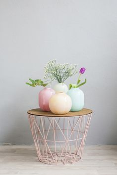 Wire table& pastel vase grouping against blueish-grey walls Pastel Decor, Deco Pastel, Interior Pastel, Interior Styling, Interior Design, Decoration Inspiration, Room Inspiration, Interior Inspiration, Decor Ideas