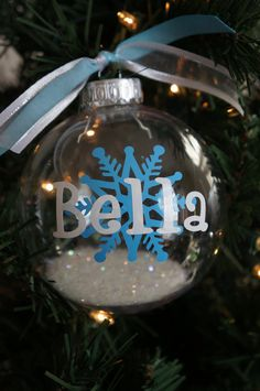 Christmas Gifts in a Jar - Give the Dog a Bone - Click pic for 25 DIY Christmas Gifts Frozen Christmas, Christmas Vinyl, Noel Christmas, Personalized Christmas Ornaments, Diy Christmas Ornaments, Homemade Christmas, Christmas Projects, Holiday Crafts, Christmas Bulbs