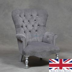 This White Leather Diamante Chesterfield Armchair is produced to the finest…