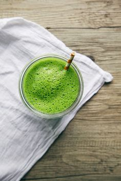 Green Smoothie Recipes: 21 Of The Best Tasting Green Smoothies! Green Drink Recipes, Green Smoothie Recipes, Healthy Smoothies, Healthy Drinks, Green Smoothies, Healthy Eating, Coconut Smoothie, Healthy Snacks, Smoothie Legume