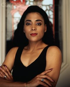 Florence Griffith Joyner Florence Delorez Griffith Joyner (December 1959 – September also known as Flo-Jo, was an American track and field athlete. She is considered the fastest woman. My Black Is Beautiful, Beautiful People, Beautiful Women, Flo Jo, Wilma Rudolph, Women In History, Black History, Famous Black, Black Girls Rock