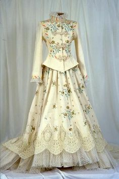 Wedding Ensemble by VIctor Costa, from the collection of UNT College of Visual Arts and Design. Lady Camilla Coddrington marries Eric Comte de Rochambeau - I was there. Vintage Gowns, Vintage Outfits, Vintage Fashion, Historical Costume, Historical Clothing, Lace Crowns, Mode Outfits, Embroidered Silk, Fashion History