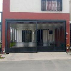 Puerta de garage corrediza con barrotes verticales de diferentes tamaños