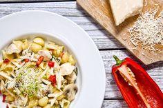 Makaron z kurczakiem i serem gorgonzola Pasta Salad, Spaghetti, Tacos, Meat, Chicken, Ethnic Recipes, Food, Crab Pasta Salad, Meal