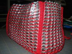Instructions to make a purse out of pop tabs
