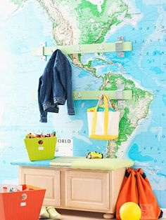 DIY map and globe projects. Celebrate the beuty of our earth and decorate with maps and globes. Here are inspiring DIY projects to try. Decoration Design, Deco Design, Globe Projects, Diy Projects, Kids Bench, Playroom Bench, Map Wallpaper, Affordable Wall Art, Weekend Projects