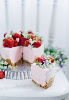 Call Me Cupcake's beautiful No-bake Strawberry Cheesecake. Raw Food Recipes, Sweet Recipes, Dessert Recipes, Dessert Food, Food Deserts, Yummy Treats, Sweet Treats, Yummy Food, Strawberry Cheesecake