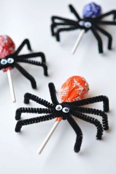 Fall crafts for kids - Lolly Pop Spiders - crafts for kids - . - Fall crafts for kids – Lolly Pop Spiders – crafts for kids – - Comida De Halloween Ideas, Dulceros Halloween, Halloween Food For Party, Diy Halloween Decorations, Holidays Halloween, Halloween Treats For School, Kids Halloween Crafts, Preschool Halloween Party, Halloween Costumes