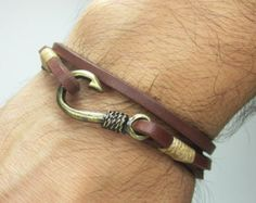 Fish Hook Bracelet in Brown Leather,Beige Rope,Unisex Bracelet,Bronze Fish Hook. Diy Jewelry, Jewelery, Jewelry Making, Men's Jewellery, Jewelry Necklaces, Fish Hook Bracelet, Leather Men, Brown Leather, Bijoux Diy