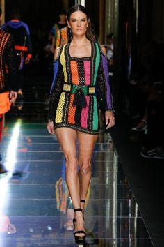 http://www.vogue.com/fashion-shows/spring-2017-menswear/balmain/slideshow/collection