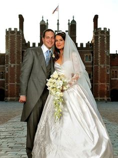 Lord Frederick Windsor and Sophie Winkleman Wedding on September 2009 in Richmond upon Thames, England. Lord Frederick Windsor He is the only son of Prince and Princess Michael of Kent. Sophie Winkleman, Lord Frederick Windsor, Royal Wedding Gowns, Royal Weddings, Wedding Dresses, Summer Weddings, Princesa Grace Kelly, Princesa Diana, Prince Michael Of Kent