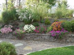 Flat rock retaining wall. Pea gravel path. THIS is what I'm thinking for the backyard!