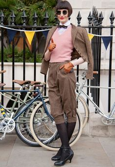 Londoners Ride for the Ralph Lauren Rugby Tweed Run Curvy Fashion, Retro Fashion, Vintage Fashion, Petite Fashion, Fall Fashion, Style Fashion, Erin O'connor, Tweed Ride, Dandy Style