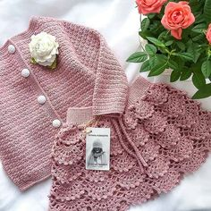 Crochet Baby Dress Free Pattern, Crochet Ruffle, Baby Girl Crochet, Newborn Crochet, Crochet Baby Hats, Crochet For Kids, Crochet Baby Sweaters, Knitted Baby Clothes, Baby Hats Knitting