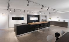 Long, modern kitchen in black and white contrast
