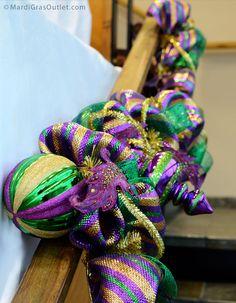Mardi Gras Garland with Big Metallic Ornaments, how to