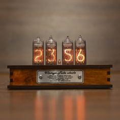 Best Seller Nixie Tube Clock New Easy Replaceable Nixie Tubes - Motion Sensor - Visual Effects - Perfect Gift Idea online - Toplikestylish Wooden Gift Boxes, Wooden Case, Wooden Gifts, Nixie Tube, Clock Vintage, Vintage Table, Tube Vintage, Retro Clock, Casa Steampunk