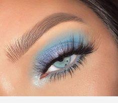 Eye Makeup Glitter, Blue Eye Makeup, Skin Makeup, Makeup Eyeshadow, Natural Eyeshadow, Eyeshadows, Eyeshadow Ideas, Makeup With Blue Eyes, Blue Eye Shadow