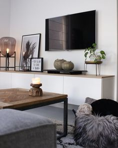 Living room - Have a look at jeannettevanluyck - Have a look - Wohnkultur Wohnung - Apartment Decor Elegant Living Room, Living Room Grey, Home Living Room, Apartment Living, Interior Design Living Room, Living Room Designs, Living Room Decor, Dining Room, Living Room Inspiration