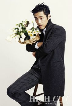High Cut January, the series of pics are great, but this one piques my curiosity the most... huffy 지진희 bearing flowers?