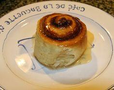 Un rollo de canela no es otra cosa que un pan dulce, usualmente aromatizado con naranja, vainilla y/o cardamomo (una especia de la familia ...