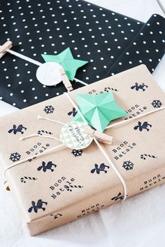 soooo cute!! Love this 'homemade' wrapping!!
