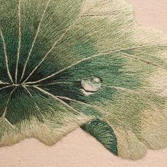 #야생화자수 #연잎 #연꽃 #이슬 #꿈소 #꿈을짓는바느질공작소  #자수 #자수타그램 #embroidery #handembroidery #embroideryart #sewing #needlework #stitchart #dmc #wildflowers #lotus #lotusleaf #dew #dewdrops #handmade