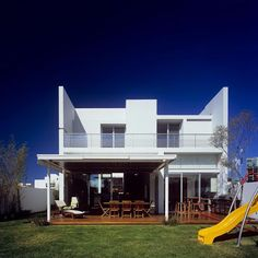 Korean House and Design: Attractive and Modern House design by Agraz Arquitectos