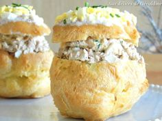 For an appetizer that does its little trick but remains very simple, it's savory profiteroles wi Vol Au Vent, Mini Desserts, Appetizers For Party, Appetizer Recipes, Mousse, Vegetable Drinks, Food Packaging, Finger Foods, Brunch