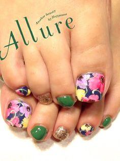 Allure toenails