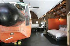 Dormir dans un hélicoptère dans le Connecticut, Etats-Unis : http://www.trip85.com/2011/02/20/dormir-dans-un-h%C3%A9licopt%C3%A8re-dans-le-connecticut-etats-unis/