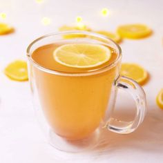 Bikini Detox Lemonade: Our Bikini Detox Lemonade is the only de-bloating trick y. Bikini Detox Lemonade: Our Bikini Detox Lemonade is the only de-bloating trick you need! Feeling na Smoothie Detox, Smoothies, Detox Kur, Fat Burning Detox Drinks, Think Food, Healthy Drinks, Juice Drinks, Tea Drinks, Cocktails