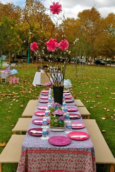 Butterfly Birthday Party- I like the curly branch w/ flowers and butterflies idea, but done better.