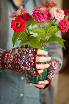 Ravelry: Ginger Snap Mitts pattern by Meg Roke