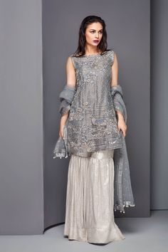 Pakistani Suits: The Amazing Designs For An Evening Party – Fashion Asia Pakistani Formal Dresses, Shadi Dresses, Pakistani Wedding Outfits, Pakistani Bridal, Indian Dresses, Indian Outfits, Bridal Lehenga, Pakistani Couture, Latest Bridal Dresses