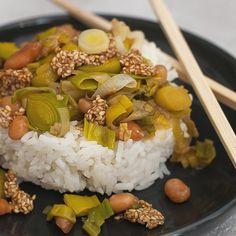 Basmatireis mit einer asiatisch angehauchten Erdnuss- Porree Sauce