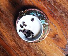 Velas de cafe Instagram y Facebook @Inspiration.designlab Panna Cotta, Facebook, Ethnic Recipes, Inspiration, Instagram, Food, Coffee Candle, Wax, Dulce De Leche