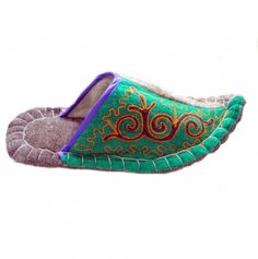 Aladdin Handmade Wool Slippers With Rich Embroidery - Handmade Gifts Wholesale Store Wholesale Crafts, Felted Slippers, Craft Shop, Handmade Crafts, Sunglasses Case, Wool, Embroidery, Gifts, Shopping