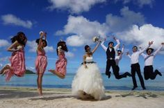ブライズメイド&アッシャーとビーチフォト(ジャンプ) - ブライズメイド&アッシャーと海外挙式ビーチフォト♡アイディア・写真の画像集