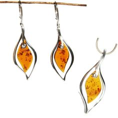 Baltic  Amber in a shape of a leaf. Beautiful amber set. #amberlove #grandjewellery #jewellerycraft #designerjewellery #leafshape #leafjewellery #amberjewellery #naturaljewellery