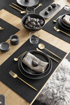 Setting an elegant table Westwing- Apparecchiare una tavola elegante Dining Ware, Dinning Table, Comment Dresser Une Table, Assiette Design, Nordic Kitchen, Table Set Up, Kitchen Collection, Elegant Table, Deco Table