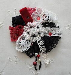 Broche textile Retro. Art à porter. broche pièce par Pscendrillon