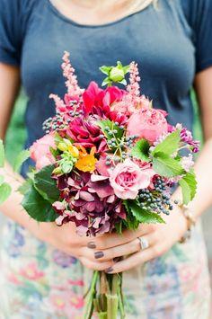 summer-garden-bouquet-red-blue - Once Wed Diy Wedding Flowers, Wedding Flower Arrangements, Flower Bouquet Wedding, Garden Wedding, Floral Arrangements, Wedding Ideas, Dahlia, Wildflower Centerpieces, Flower Studio