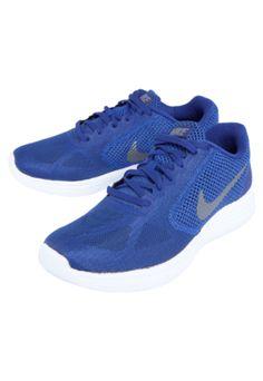 Tênis Nike Revolution 3 Azul, com tramado, logo da marca cinza e ajuste por cadarço.Cabedal: Em material sintético com recortes em material têxtil;Forro: Em material têxtil acolchoado para maior conforto;Palmilha: Anatômica em EVA moldado;Entressola: EVA com amortecimento Phylon de dupla densidade em espuma firme para maior estabilidade;Solado: em borracha.