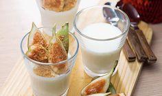 Mousse de iogurte e leite condensado. Uma sobremesa rápida de fazer para os jantares combinados no próprio dia e que junta a leveza dos iogurtes à doçura do leite condensado e dos figos.