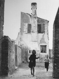 Paolo Monti- Burano, Italy 1952. ☚ http://www.creativeboysclub.com/