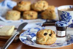 Scones med rosiner Fresco, Scones, Muffin, Rolls, Food And Drink, Sweets, Cookies, Baking, Breakfast