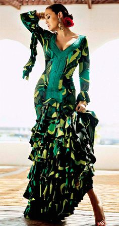 Me encantan los vestidos (flamencos y no flamencos) de Vicky Martín Berrocal.