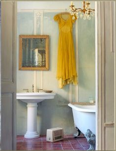 Love the antique / watercolor like finish on the walls in this bathroom (via twig hutchinson)