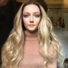 Curly Hair Tips, Curly Hair Styles, Matted Hair, Stylish Short Hair, Blonde Waves, Blonde Hair Girl, Short Hair Wigs, Wig Hairstyles, Hairdos